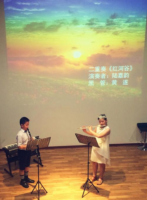 严逸雯 ◆ 二重奏《红河谷》  演奏者:陆嘉韵 黑管:黄遂   ◆ 萨克斯